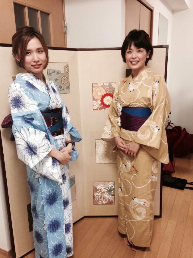 先日、とっても素敵なお嬢様方が別嬪kyotoの浴衣を来て、川床へお食事にお出掛けになりました。琵琶湖ホテル・京都センチュリーホテル・京阪ホテル・京都タワーホテルにそれぞれ勤務のお嬢様方です。素敵な女性に囲まれて、男性お一人専務さんもお幸せそうなお顔でした。皆様ありがとうございました。