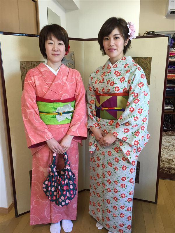 偶然にも九州からのお客様ということで、盛り上がりました♪ お着物がとってもお似合いの可愛いお客様でした。 お天気もよくて本当によかったです。これから、金閣寺に行って祇園散策に行かれるそうです。 ありがとうございました。
