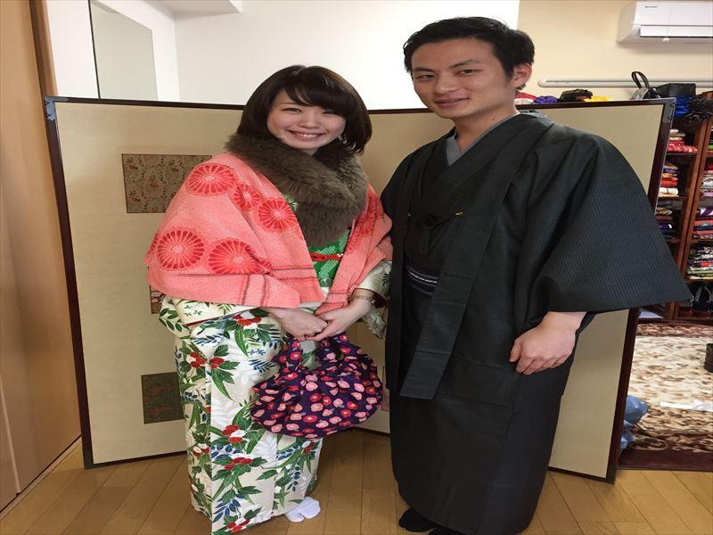 グリーンと赤がとっても鮮やかでキュートなお着物!かわいらしい彼女にぴったりでした♪ 男性は、大島紬!草薙つよし似の男前でとってもお似合いでした♪ ありがとうございました♪