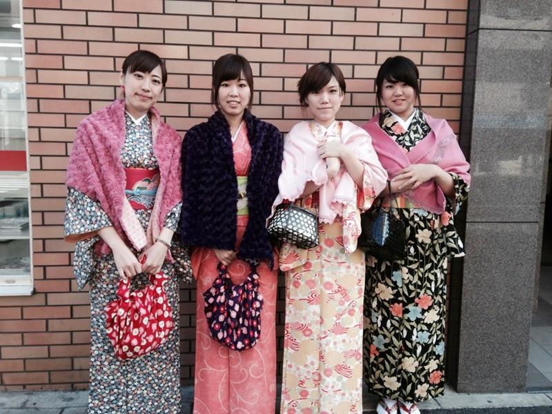 男性二名・女性四名様でいらっしゃいました。お着物きて祇園を散策、たくさんの外国の方に写真撮られたそうです♪ みなさん、可愛いですねえ~。