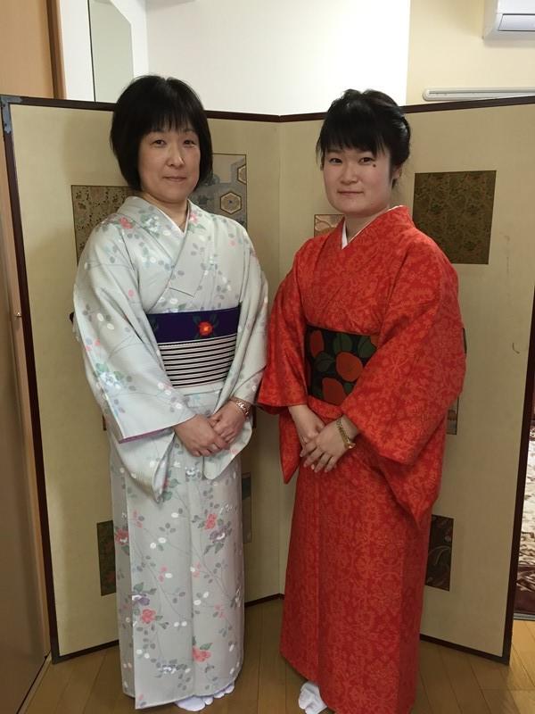 娘さんが、もうすぐカナダへ留学されるということで、お二人で京都に遊びにいらっしゃいました。 町家にお泊りのお客様ではなく、日帰りのお客様でした。 外国の方に写真をとってくださいとたくさん頼まれたそうです! 別嬪kyotoをどうやって見つけていただいたのか聞きましたら、 京都駅近く 着物 レンタル で、ネットで出てきたらしいです。 私がやると、出てこないんですけどねえ~。 とにかく、楽しんでいただいたようでよかったです。 ありがとうございました。 そして、カナダ楽しんできてくださいませ。